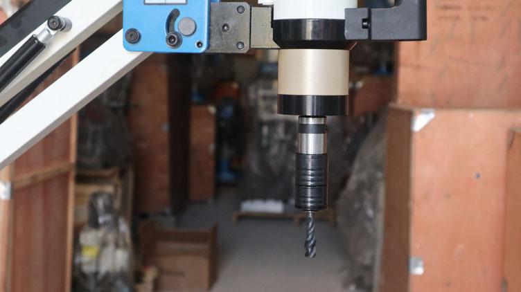 Máy taro cần động cơ điện servo SRM-M16W