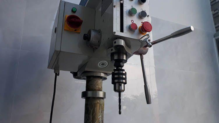Máy khoan bàn Z4120G sử dụng mũi khoan đuôi trụ