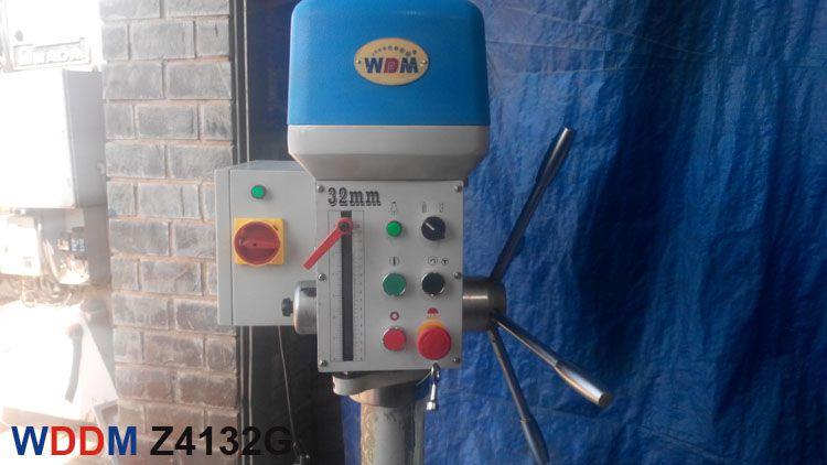 Mặt trước của máy khoan bàn Z4132G