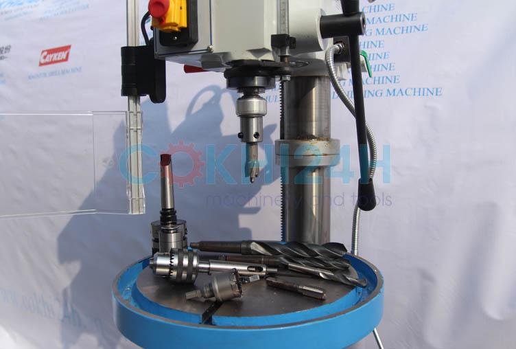 Máy khoan đứng WDDM Z5025 lắp mũi khoan từ