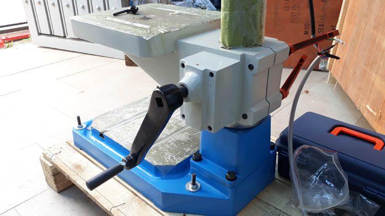 Chân đế và bàn làm việc của máy khoan bàn ZB4120G
