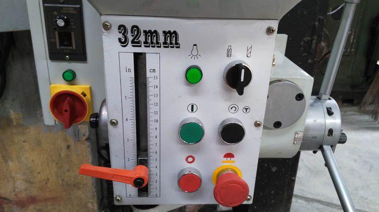 Bảng điều khiển của ZB4132G