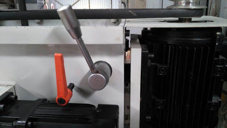 Dễ dàng điều chỉnh lực căng của dây curoa bằng trục bánh răng