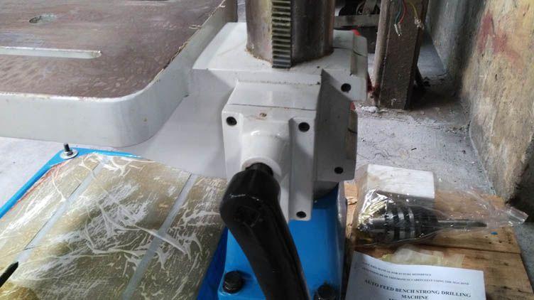 Kết cấu máy kiên cố, đồ sộ và vững chãi