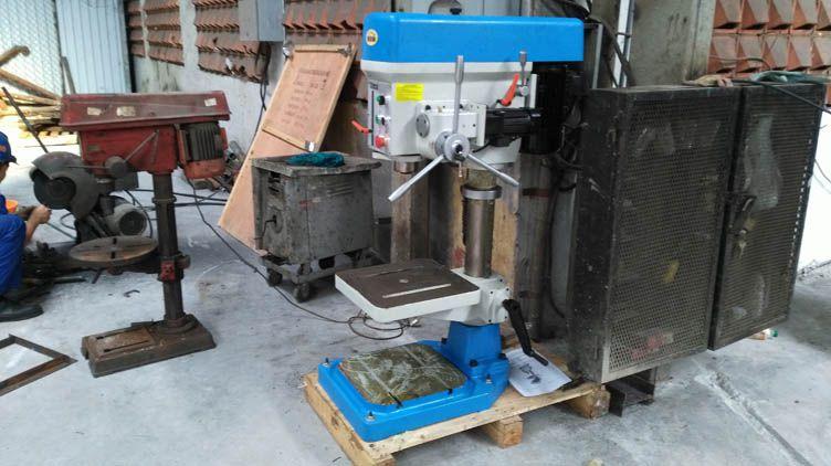 Máy khoan bàn tự động bằng động cơ riêng hiệu WDDM model ZB4132G