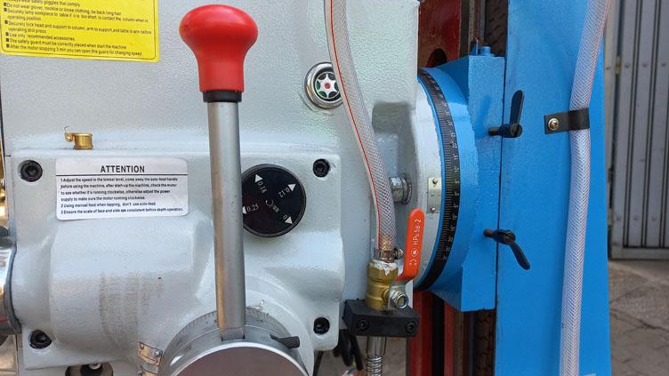 Đầu máy ZX7045B có thể xoay nghiêng để gia công góc