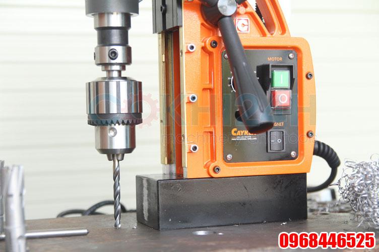 SCY-32HD lắp mũi khoan xoắn bằng đầu cặp măng ranh và adaptor
