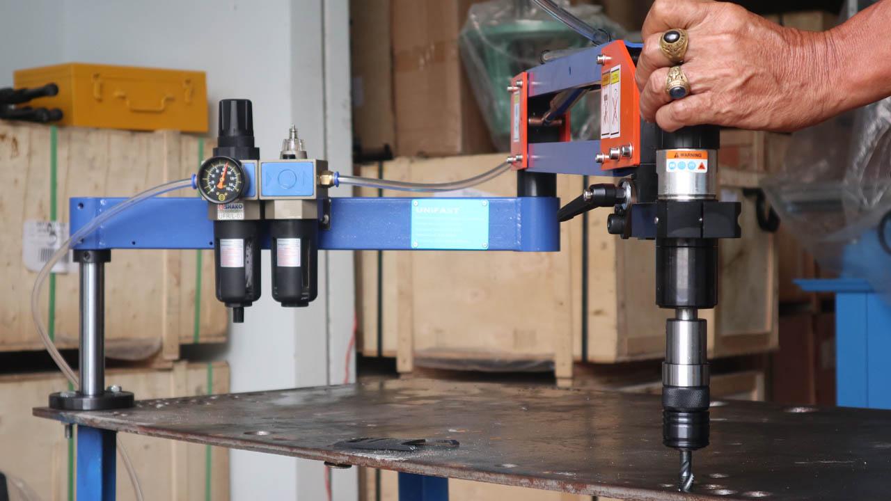 Máy ta ro cần khí nén hiệu Unifast model ATU-12-1100