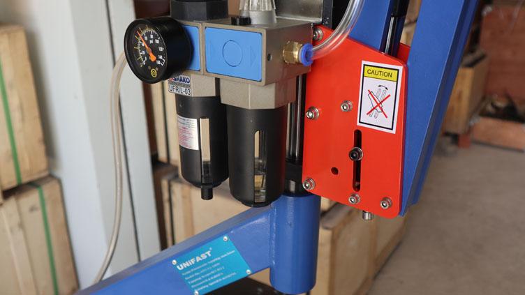 Máy ta rô cần khí nén UniFast ATU-12-1800